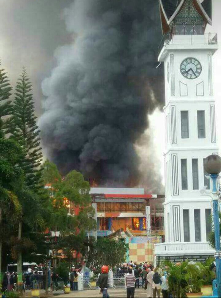 Kebakaran Hebat Landa Bukittinggi Pasar Atas Terbakar Kota