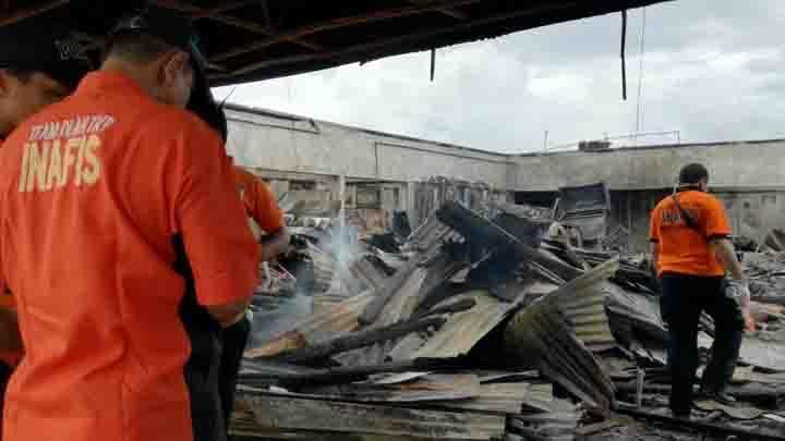 Kebakaran Pasar Atas Bukittinggi Pedagang Kain Rugi Ratusan Juta Petugas