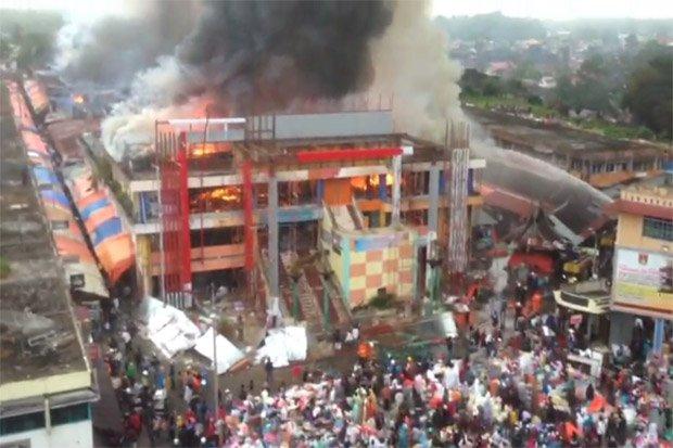 Kios Pasar Atas Bukittinggi Terbakar 800 Kota
