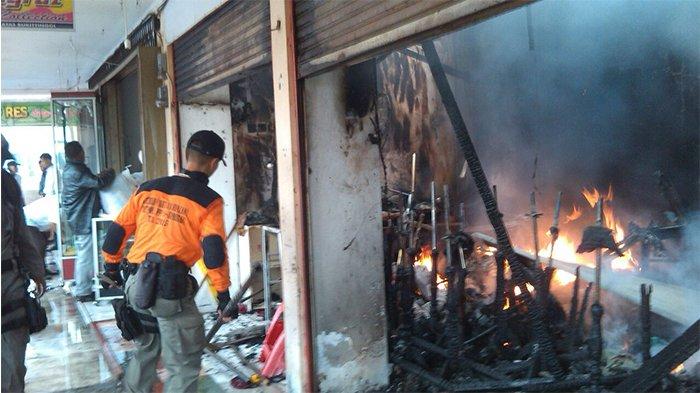 Pasar Atas Bukittinggi Terbakar Khatab Pasrah Sebagian Dagangan Hangus Istri