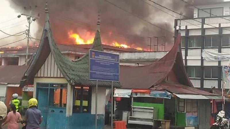 Pasar Atas Bukittinggi Terbakar Kumparan Kebakaran Bukittingi Kota