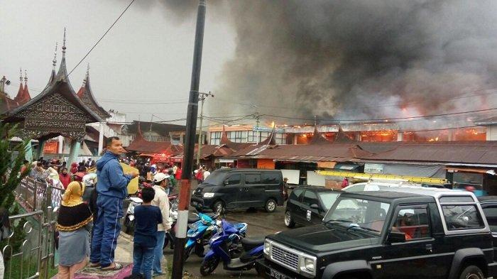 Pasar Ateh Bukittinggi Terbakar Api Makin Membesar Wartakota Atas Kota