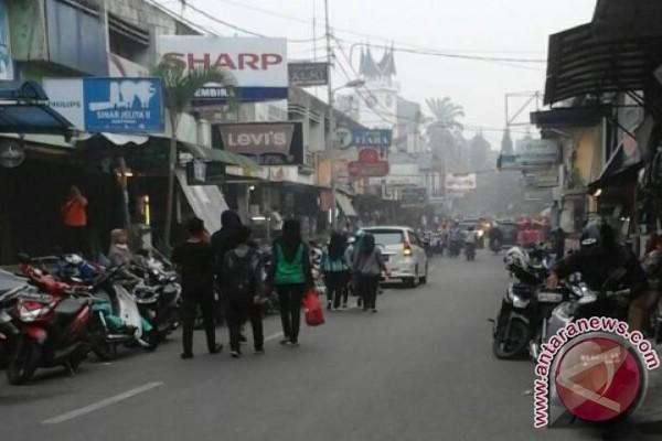 Pedagang Pasar Atas Keluhkan Omzet Turun 50 Persen Antara Sumbar