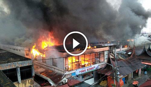 Video Detik Pasar Atas Bukittinggi Sumbar Diamuk Jago Merah Kota