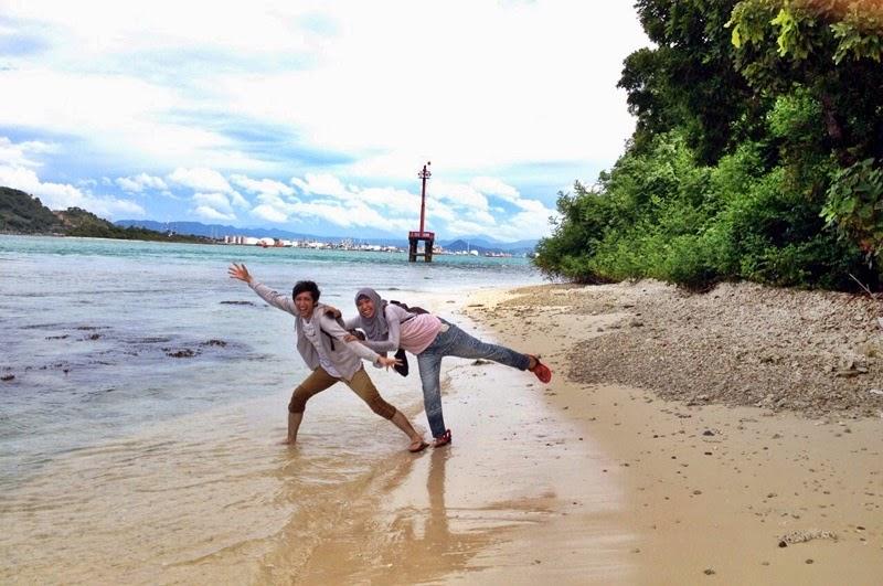 Travel Parenting Blog Bermain Air Pulau Merak Besar Teman Haus