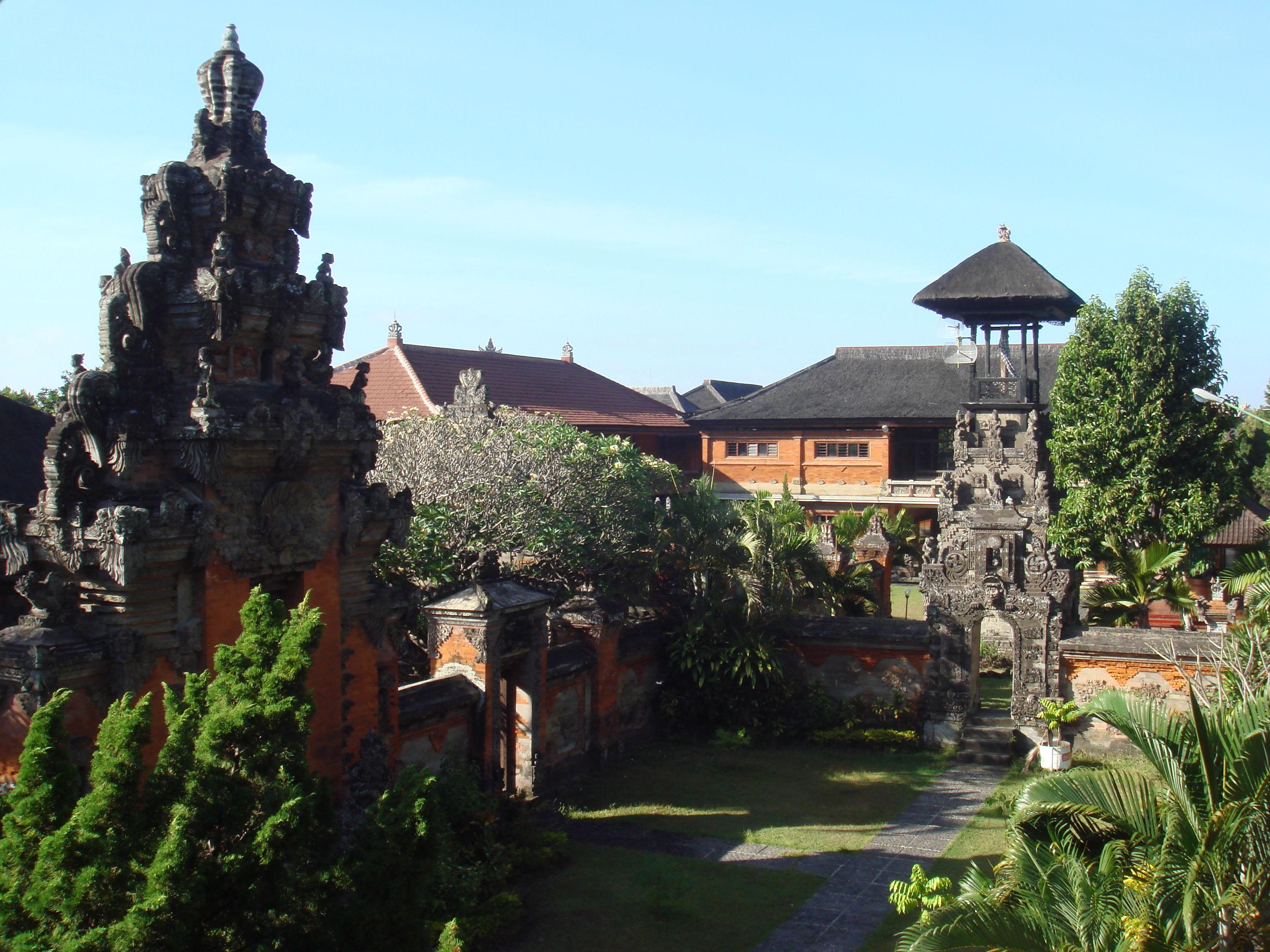 File Bali Museum Courtyards Gates Jpg Wikimedia Commons Denpasar Kota