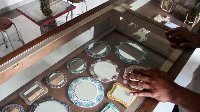 Museum Sidik Jari Bali Pamerkan Teknik Lukis Totol Halaman 2