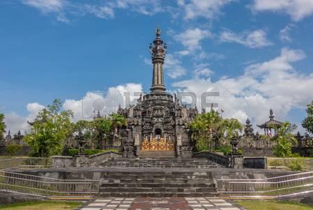 Denpasar Indonesia August 3 2016 Patung Titi Banda Monument Bajra