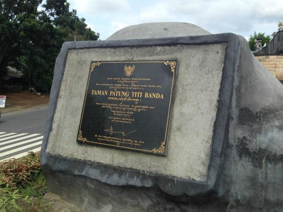 Patung Titi Banda Denpasar Picture Statue Kota