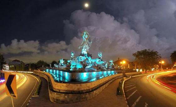 Patung Titi Banda Megah Kota Denpasar