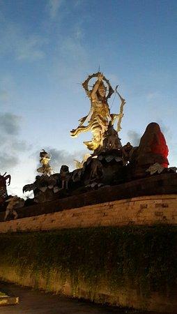 Taman Patung Titi Banda Denpasar Indonesia Review Kota