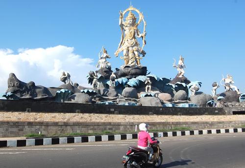 Titi Banda Statue Bali Travel News Patung Kota Denpasar