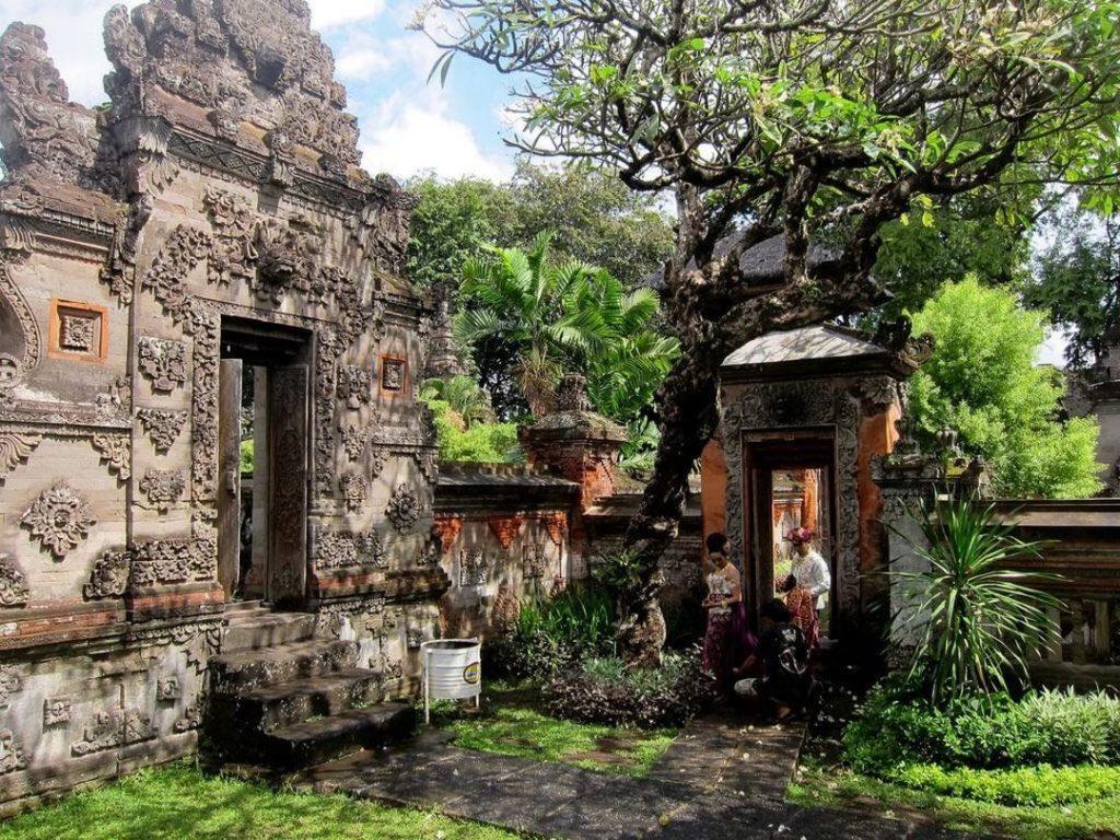 9 Tempat Wisata Andalan Kota Denpasar Traveling Yuk Prasasti Blanjong
