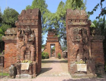 Blanjong Historic Inscription Pesona Denpasar Maospait Grenceng Temple Prasasti Kota