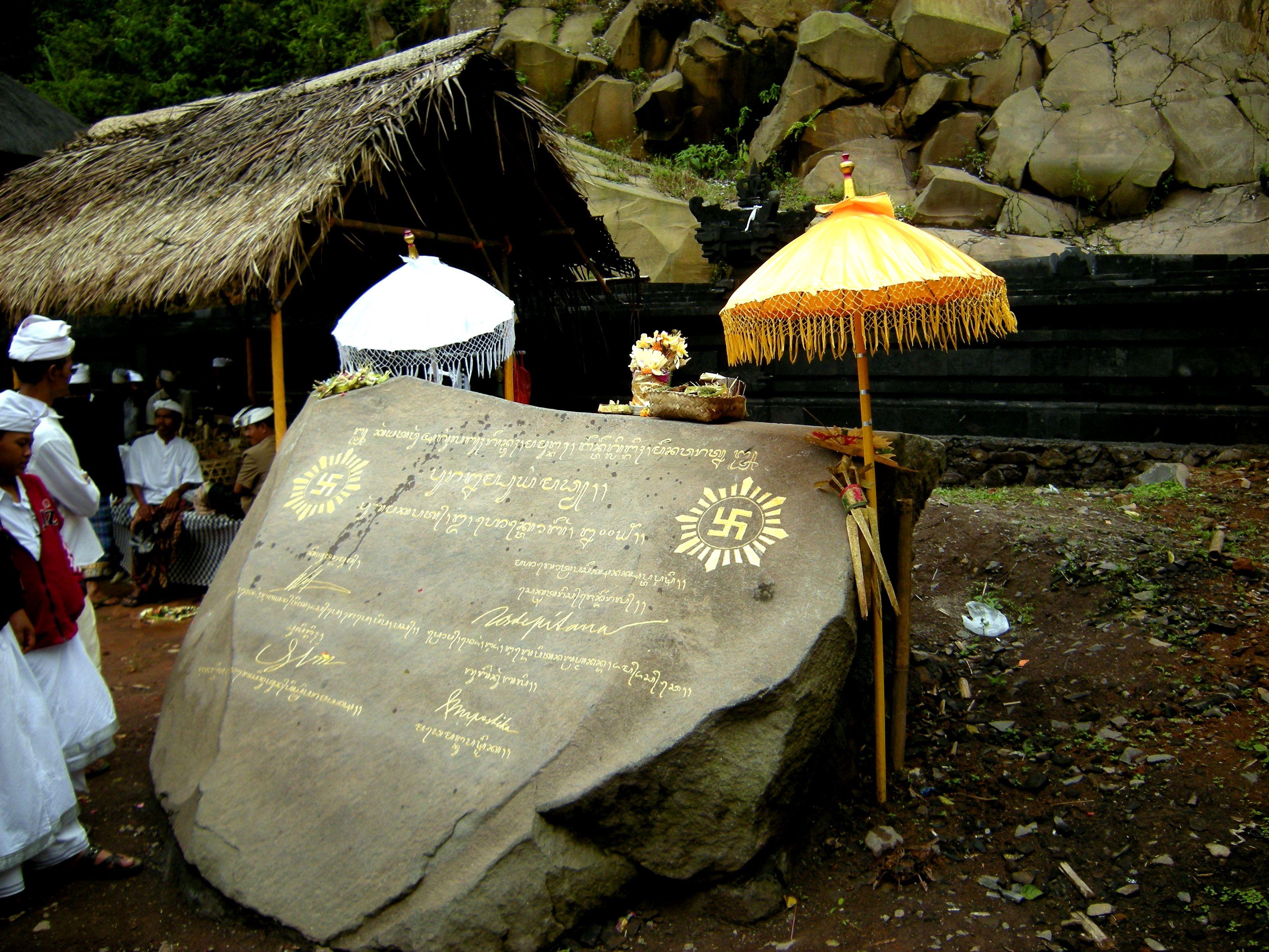 Pura Sejarah Hindu Bali Dwi Observing Praising Lempuyang Madya Prasasti