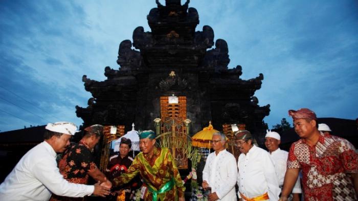 Gubernur Kalsel Terharu Resmikan Pura Agung Jagat Natha Tribun Bali