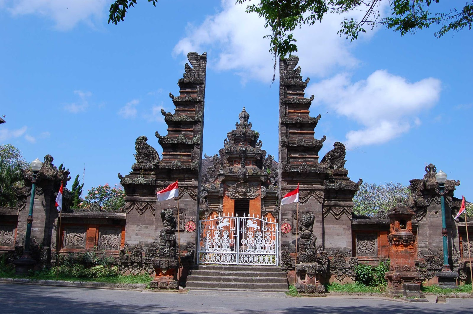 Museum Bali Ubud Scooter Rental Pura Agung Jagatnatha Kota Denpasar
