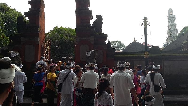 Rayakan Galungan Warga Denpasar Padati Pura Agung Jagatnatha Https Img