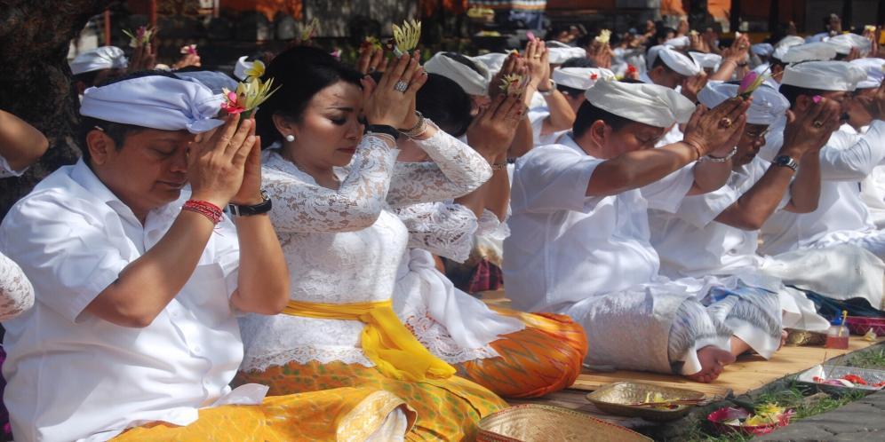 Serangkaian Hut 229 Kota Denpasar Jajaran Pemkot Sembahyang Bersama Pura