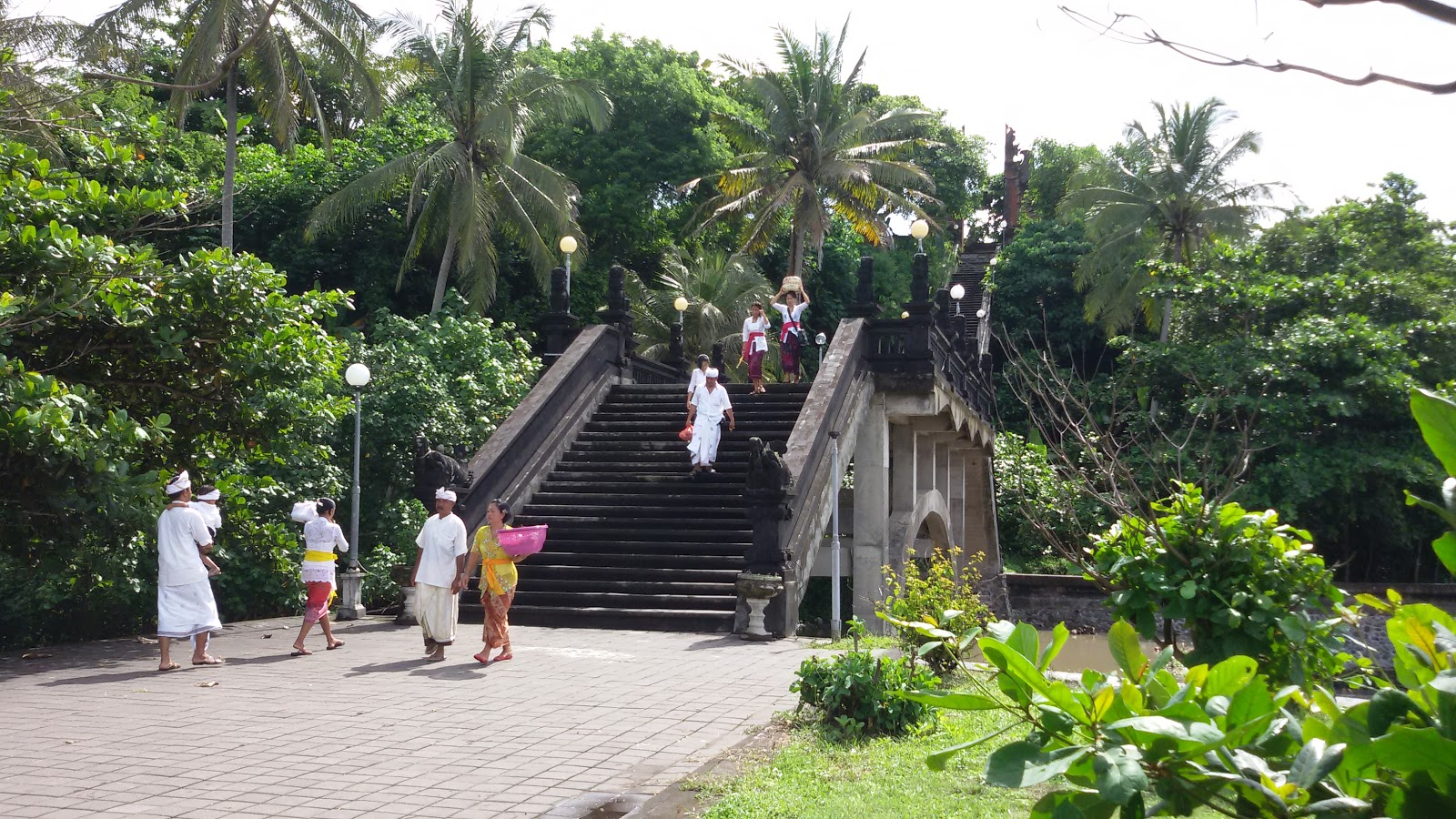 Managament Travelling Pura Luhur Rambut Siwi Tepi Laut Jalan Menuju