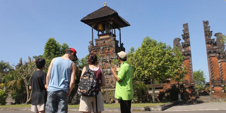 Pura Rambut Siwi Dikunjungi Wisatawan Eropa Kompas Kota Denpasar