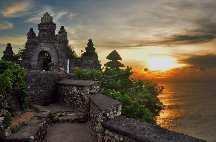 Bali Attractions Beautiful Uluwatu Temple Haibanana Pura Sakenan Kota Denpasar