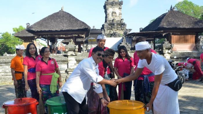 Bkd Bersih Sembahyang Pura Dalem Sakenan Tribun Bali Kota Denpasar