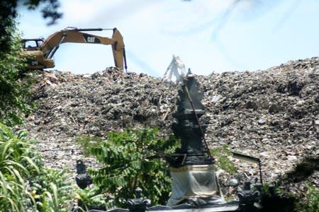 Koranjuri Dikhawatirkan Timbunan Sampah Tpa Suwung Melebihi Pura Sakenan Kota