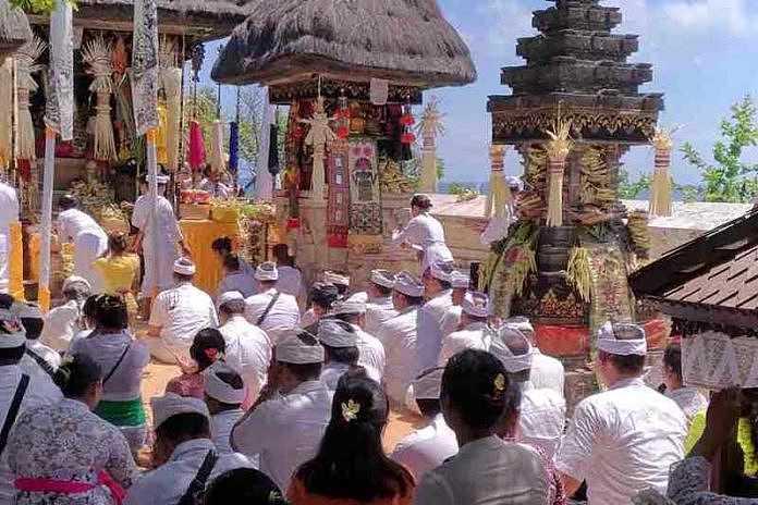 Piodalan Pura Uluwatu Ida Batara Nyejer Selama Tiga Hari Mangupura