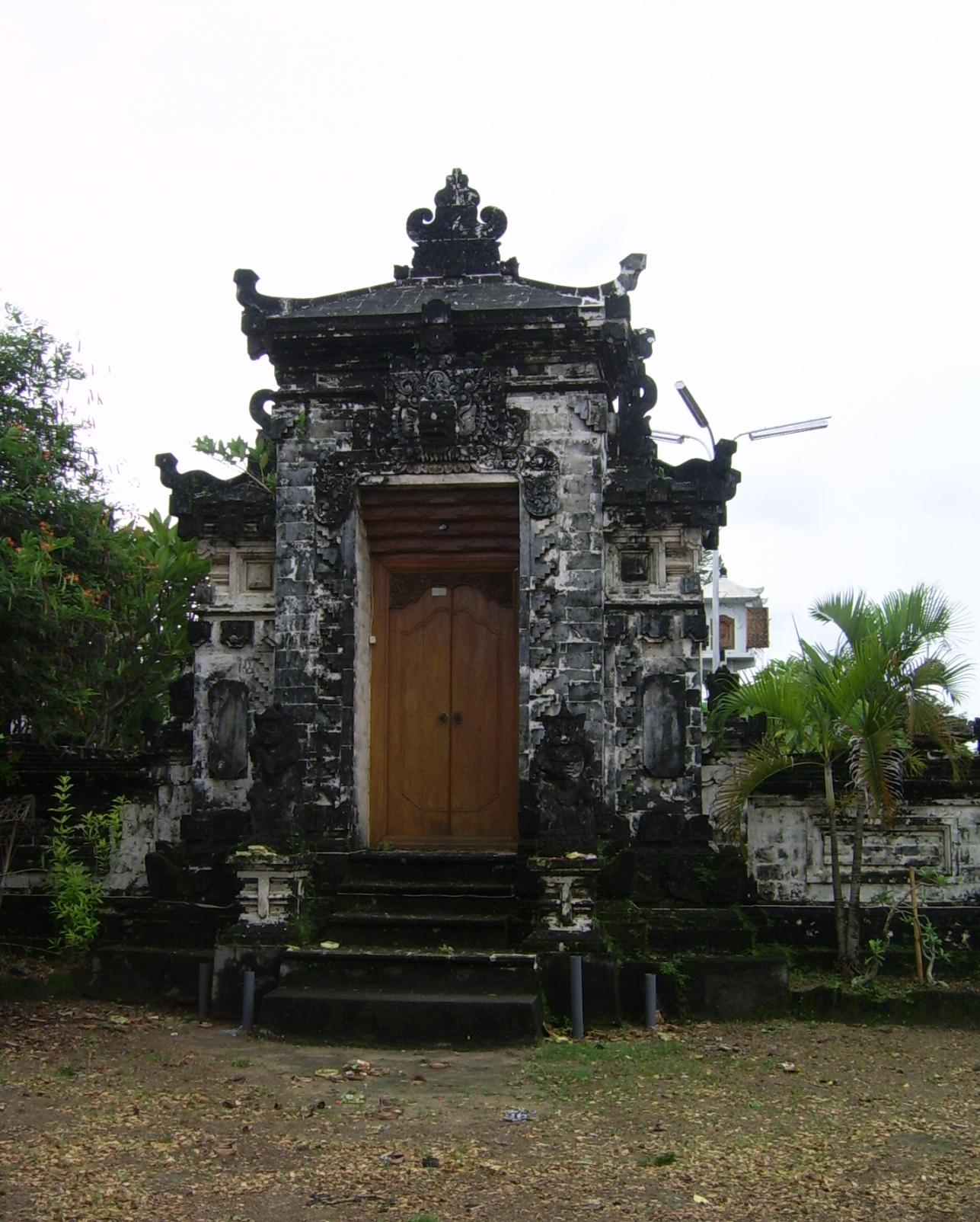 Pura Sakenan Toni Pita Pito Kota Denpasar