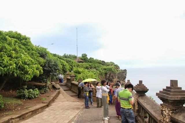 Tempat Wisata Bali Pura Uluwatu Indonesia Luhur Bura Terkenal Sakenan