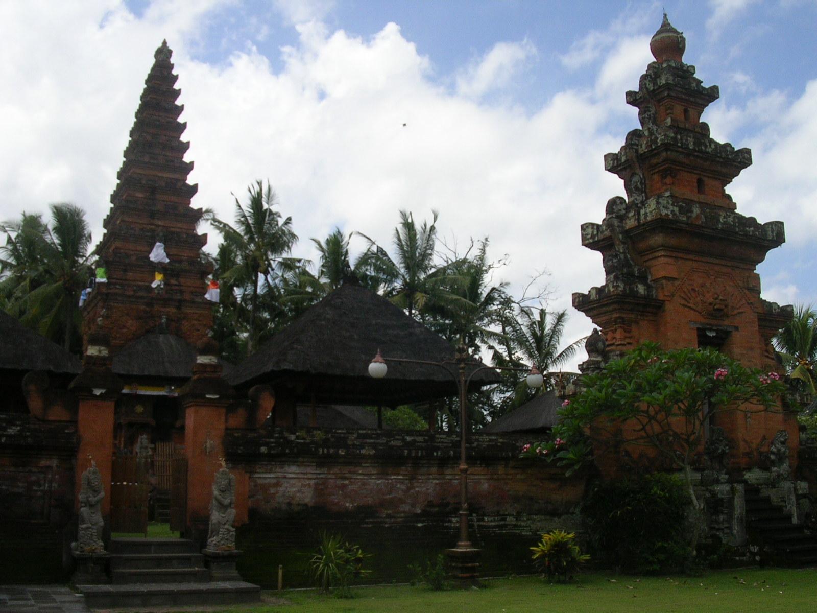 Tirtha Yatra Hari Kuningan Pura Sakenan Purusada Kota Denpasar