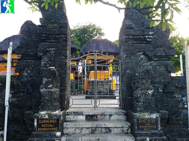 Uluwatu Temple Pura Sunset Ramayana Kecak Dance Bali Backpacker Balinese