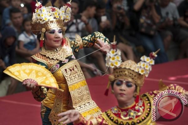 Mengenal Sejarah Bali Lewat Legong Lanang Antara News Pementasan Tari