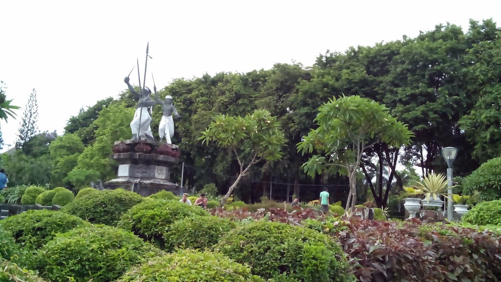 Agus Wahyu Nangkringnya Lapangan Puputan Badung Denpasar Taman Kota