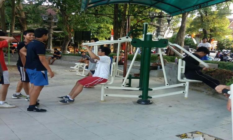 Asyik Lapangan Puputan Dilengkapi Alat Fitnes Denpasarkota Id Taman Badung