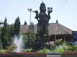 Bersantai Lapangan Puputan Wisata Bali Sebagai Jantungnya Kota Segala Pernak