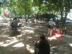 Dewasa Pun Gunakan Permainan Anak Lapangan Puputan Badung Taman Kota