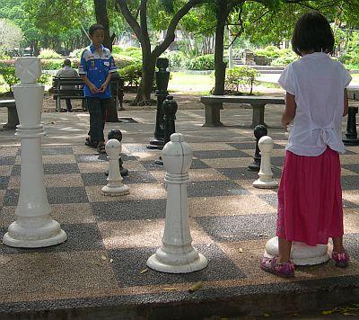 Kabar Bali Ayo Main Catur Raksasa Lapangan Puputan Badung Taman