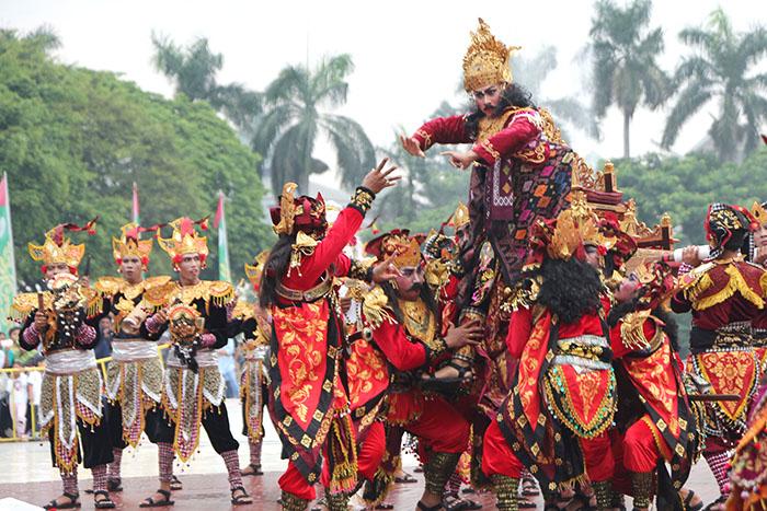Kisah Heroik Puputan Badung Bergema Karnaval Nusantara Tmii Denpasar Taman