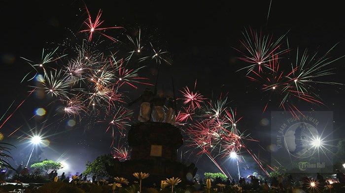Parade Foto Pesta Kembang Api Lapangan Puputan Tribun Bali Malam