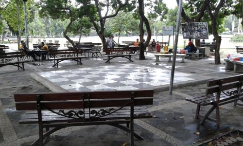Rileks Sejenak Lihat Permainan Catur Lapangan Puputan Badung Taman Kota