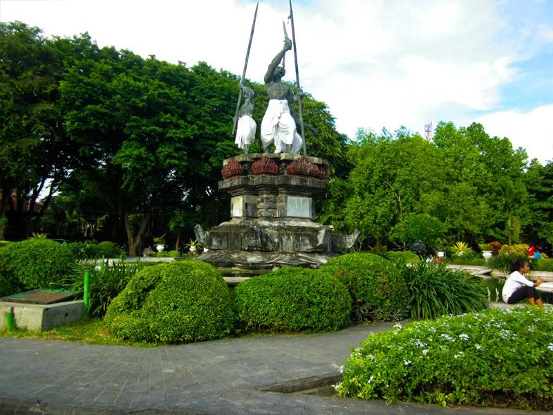 Tempat Wisata Lapangan Puputan Badung Monumen Taman Kota Denpasar