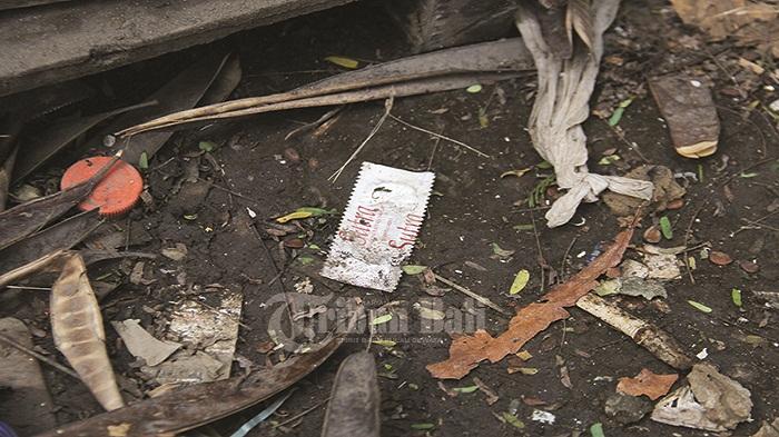 Waduh Kondom Bekas Pakai Berceceran Semak Sisi Utara Lapangan Puputan