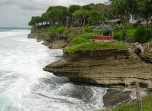 Daya Tarik Obyek Wisata Pantai Batu Hiu Ciamis Jawa Barat