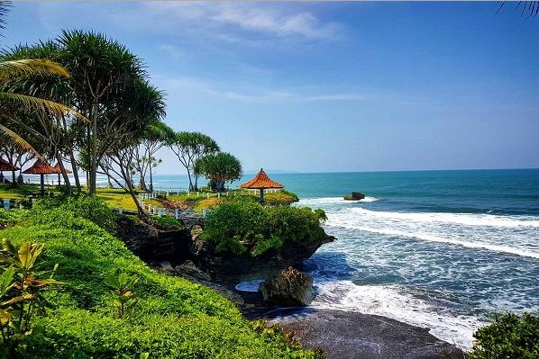 Obyek Wisata Pantai Batu Hiu Tempat Kece Pangandaran Kota Denpasar