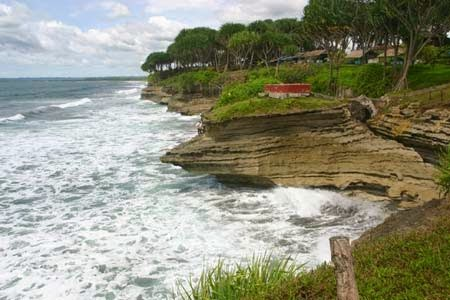 Pantai Batu Hiu Objek Wisata Penuh Legenda Tempat Terbaik Kota