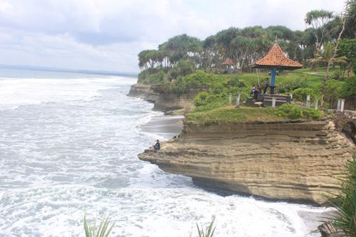 Wisata Alam Batu Hiu Spektakuler Pangandaran Kota Denpasar