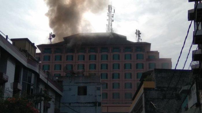 Aminah Selamatkan Diri Lewat Tangga Darurat Hotel Novita Jambi Terbakar