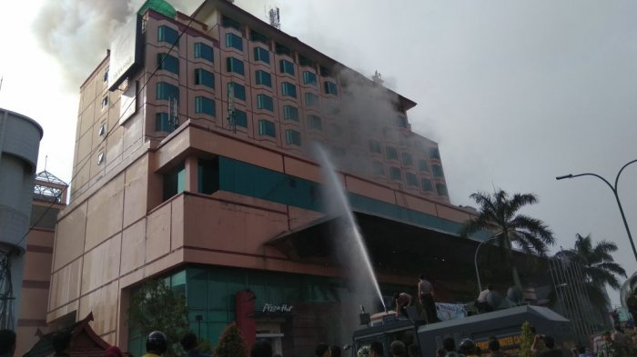 Hotel Novita Kebakaran Tamu Berlarian Selamatkan Diri Mobil Water Cannon